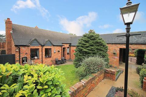 4 bedroom bungalow for sale - Church Farm Mews, Dosthill, Tamworth, B77 1PU