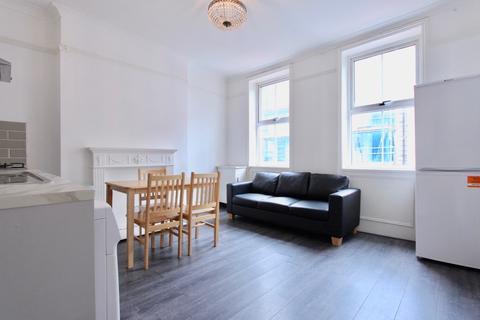 3 bedroom maisonette to rent - Stoke Newington High Street, London
