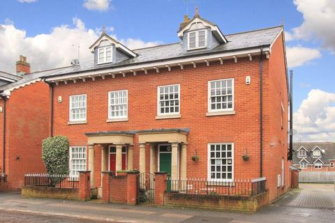 4 bedroom semi-detached house for sale - Tring