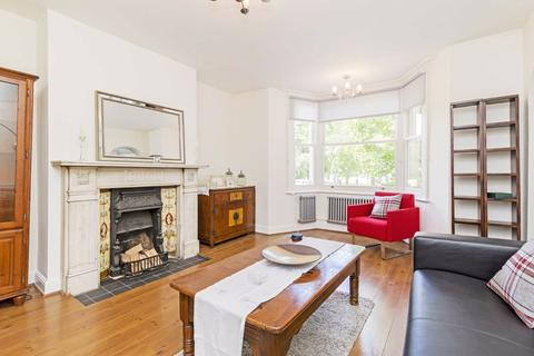 2 bedroom flat - Clapham Common South Side, Clapham, London