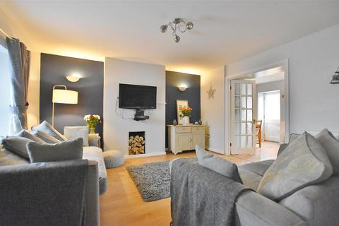 3 bedroom terraced house for sale - Cambrian Place, Haverfordwest