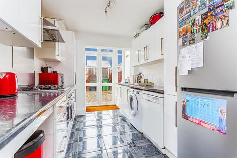 2 bedroom apartment to rent - Garratts Lane