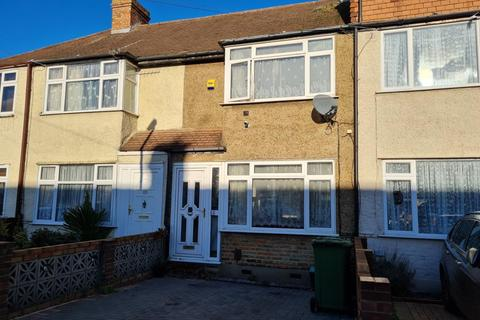 2 bedroom terraced house for sale - Staines-Upon-Thames,  Surrey,  TW19