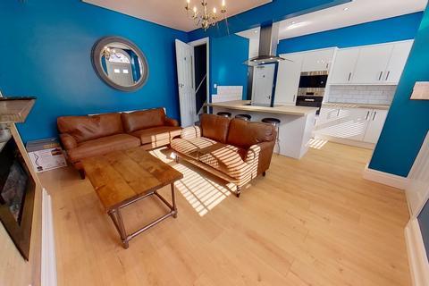 4 bedroom house to rent - Royal Park Avenue, Hyde Park