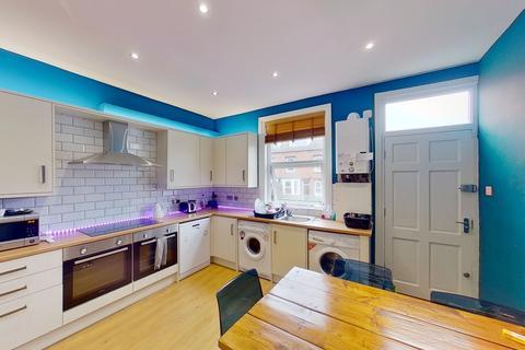 4 bedroom house to rent - Beechwood Road, Burley