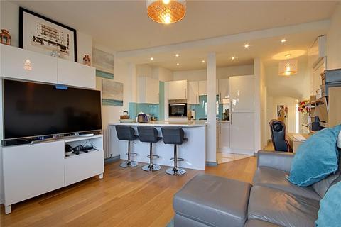 2 bedroom flat for sale - Lancaster Road, Enfield, EN2