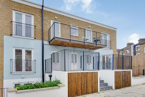 2 bedroom flat to rent - Curwen Road, Hammersmith, W12