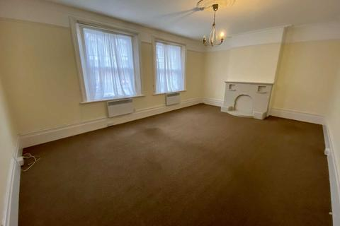 4 bedroom flat to rent - Upper High Street, Epsom, KT17 4QJ
