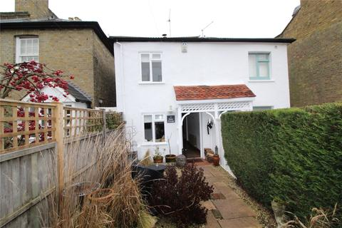 2 bedroom semi-detached house - Taylors Lane, Barnet, EN5