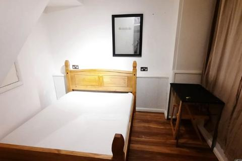 4 bedroom house share to rent - Double Room to Rent in Shared Maisonette in Bordon Walk, Roehampton SW15.