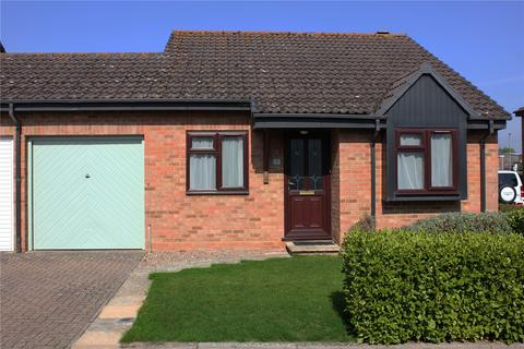 2 bedroom bungalow for sale - Caslake Close, Barton On Sea, New Milton, BH25