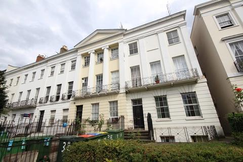 1 bedroom flat - Evesham Road, Cheltenham