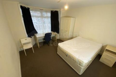 House share to rent - Sidney Street, London