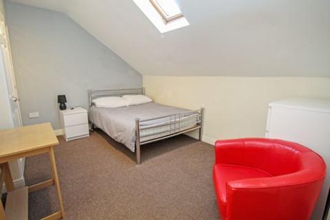 Semi detached house to rent - Katherine Close, London