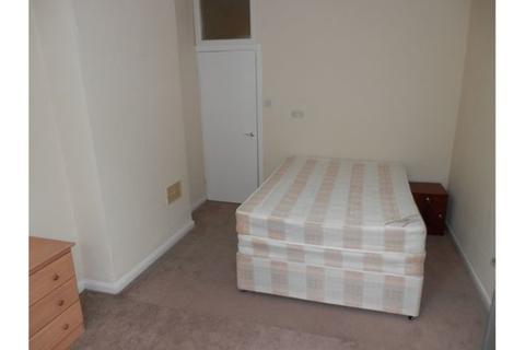 Flat share to rent - Garrick Close, London