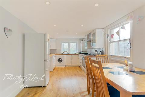 4 bedroom terraced house to rent - Swaton Road, E3