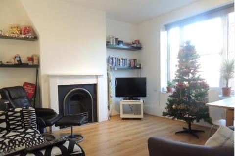 3 bedroom apartment - Bowling Green Street, SE11