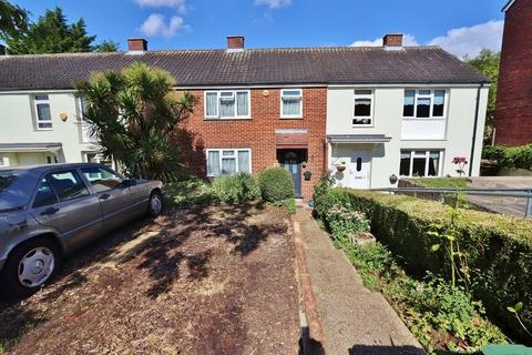 3 bedroom terraced house to rent - Hillrise Road, Romford, RM5