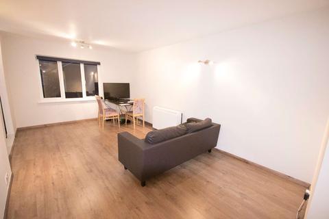 2 bedroom flat - Goodwin Close, Bermondsey, London