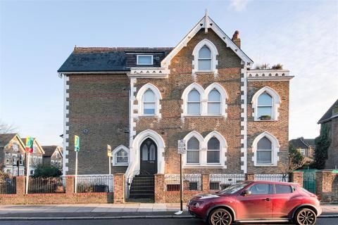 2 bedroom flat - Stapleton Hall Road, Stroud Green