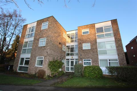 3 bedroom flat - Village Road, Enfield, EN1