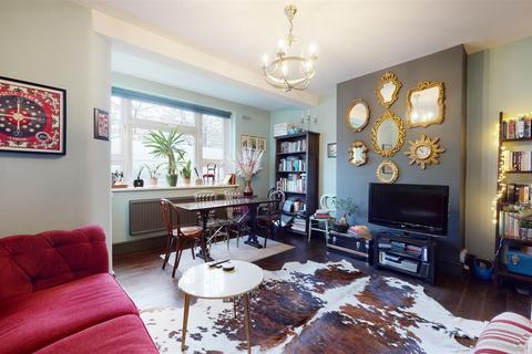 2 bedroom flat for sale - Damien Street, London