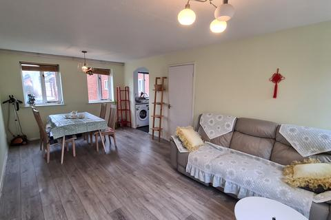 3 bedroom flat to rent - Stretford Road, Hulme, Manchester, Manchester, M15