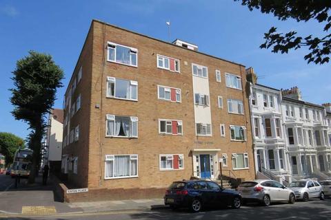 Studio to rent - Surrey House, Eaton Place, Brighton