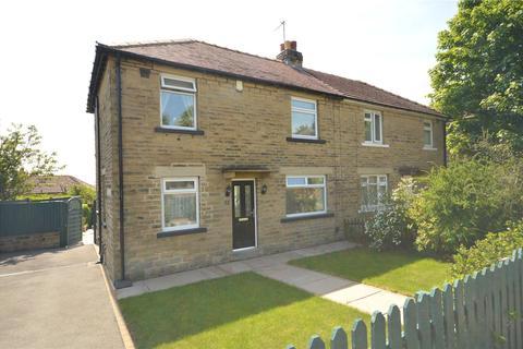 3 bedroom semi-detached house for sale - Moorland Crescent, Guiseley, Leeds, West Yorkshire