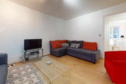 2 bedroom flat to rent - Churchhill Court, Rushgrove Street, London SE18