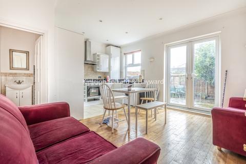 4 bedroom house - Ashvale Road London SW17