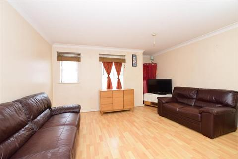 1 bedroom ground floor flat for sale - Saunders Close, Ilford, Essex