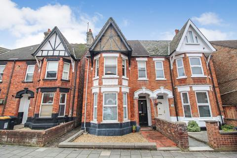 2 bedroom apartment to rent - Goldington Avenue, Bedford
