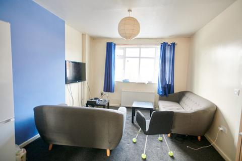 5 bedroom terraced house - Manchester M14