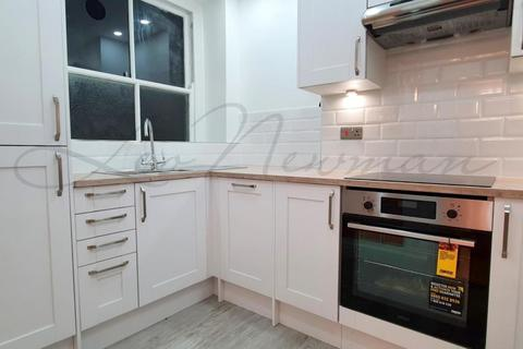 2 bedroom flat - Moscow Road, Bayswater, W2