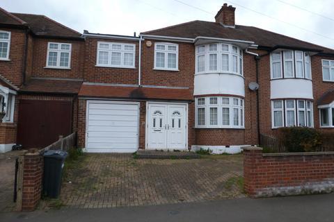 4 bedroom semi-detached house - Parkwood Road, Isleworth TW7