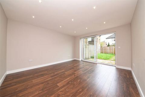 3 bedroom semi-detached house for sale - Summers Row, London, N12
