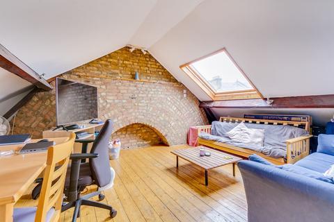 3 bedroom flat for sale - Eckstein Road, Battersea, London