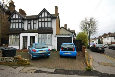 3 bedroom maisonette for sale - Dagnall Park, London, SE25
