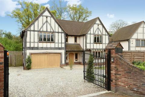5 bedroom detached house to rent - Trumpsgreen Road, Virginia Water, Surrey, GU25 4JA