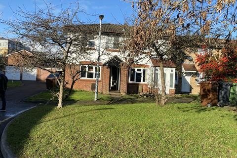 3 bedroom terraced house - Siskin Close, Borehamwood WD6