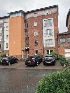 2 bedroom flat - 3/8 Albion Gardens