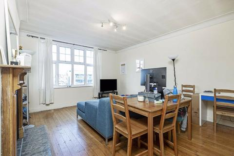 2 bedroom flat - Thorncliffe Court, Kings Avenue, Clapham
