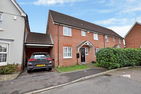 3 bedroom semi-detached house for sale - Cowdrie Way, Chancellor Park, Chelmsford, CM2