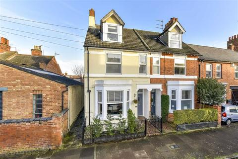 4 bedroom end of terrace house for sale - Tennyson Road, Kettering