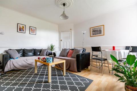 3 bedroom flat to rent - £63pppw - Danby Gardens, Heaton, NE6