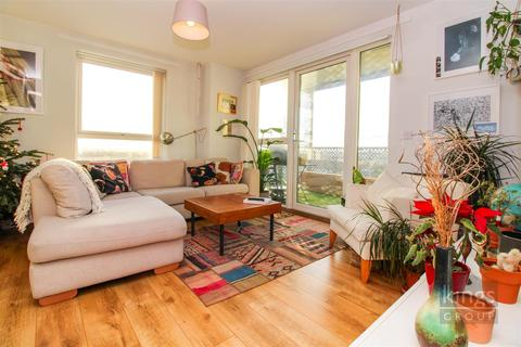 2 bedroom flat for sale - Rivers Apartment, Cannon Road, London