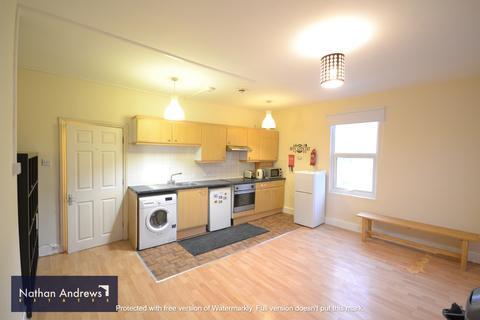 2 bedroom flat - CHISWICK HIGH ROAD W4