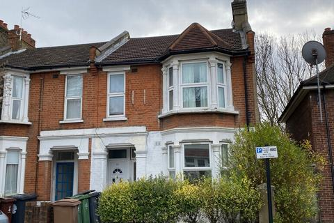 2 bedroom flat to rent - Huxley Road, Leyton, E10