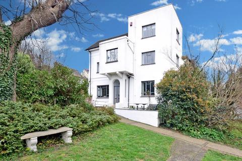 4 bedroom semi-detached house to rent - Cobham Terrace Bean Road DA9